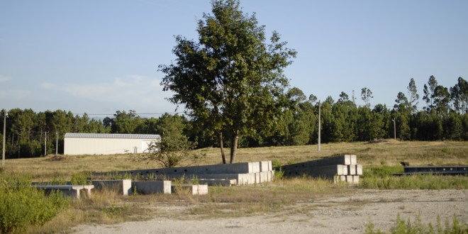 Pólo Industrial da Cordinha continua deserto e proprietário de terrenos ameaça levar Câmara a tribunal por falta de pagamento
