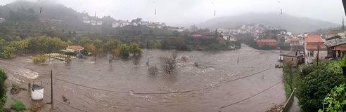 Localidade de Avô, em Oliveira do Hospital, com cheias que já causaram vários prejuízos materiais